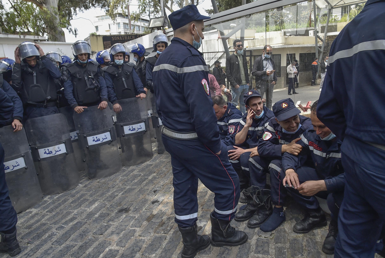 Algérie: plus de 200 pompiers lourdement sanctionnés pour avoir manifesté