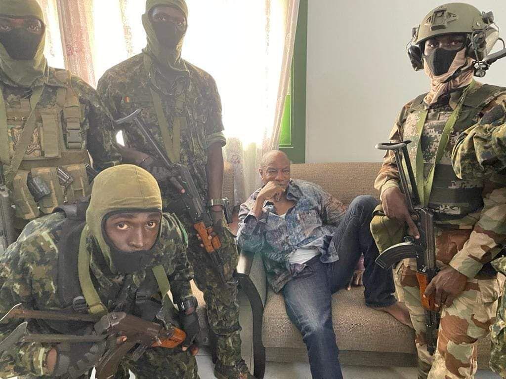 Alpha Condé arrêté par les putschistes, dimanche 05 septembre 2021, avec à leur tête le lieutenant-colonel Mamady Doumbouya